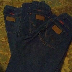 3 pair of wrangler jeans